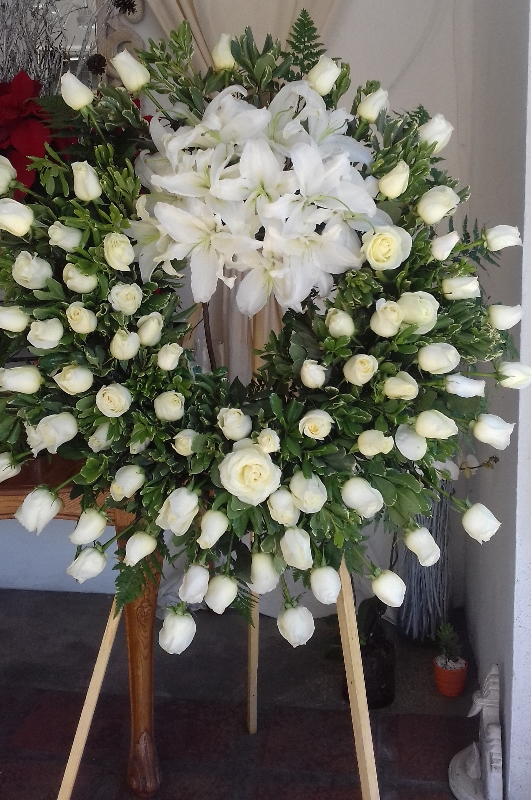 white-funeral-crown-531x800